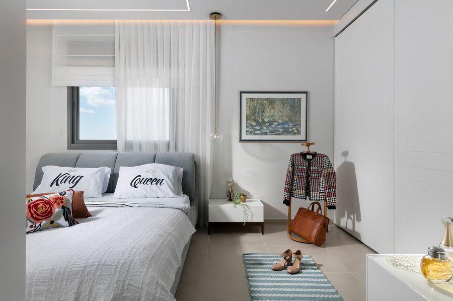 """""""חבצלות מים בחדר שינה בראשון לציון בעיצובה של שרונה גרינברג"""