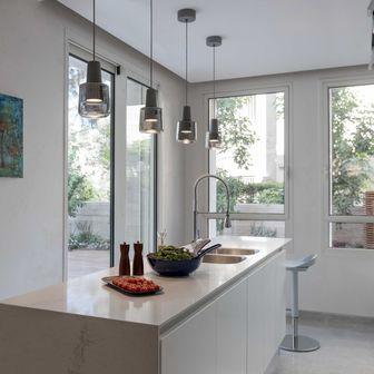 הדפס במטבח  של בית לדוגמא בבקעה, עיצוב: אנט פרומר
